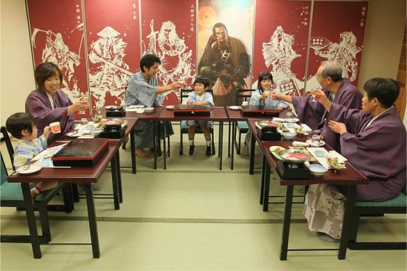 親子三世代会食の写真